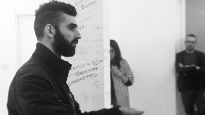 IL PUBBLICO CRITICA E ANDREA FAMÀ RIDUCE L'ARTE IN MACERIE